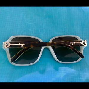Tiffany&co sunglasses 😎 like new with keys!